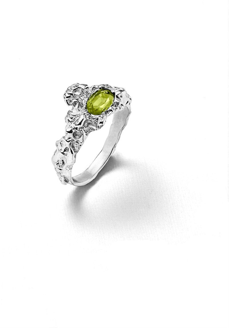Laura_guitte-jewellery_ring-Roche_solitaire-argent_peridot